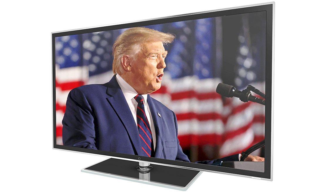 Monitor de televisión muestra al presidente Donald Trump dando un discurso