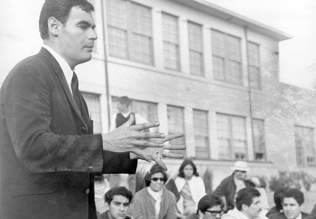 Sal Castro con los estudiantes en huelga en Los Angeles, Derechos Civiles chicano