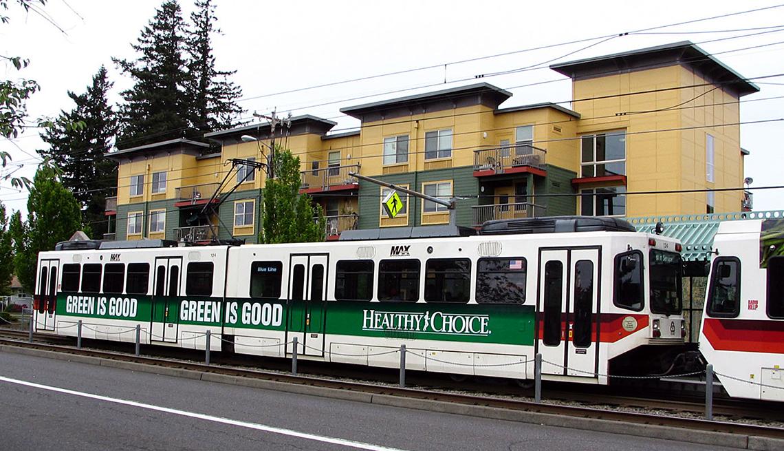 Light rail transportation, housing, Portland, Oregon, Public Policy Institute, Livable Communities