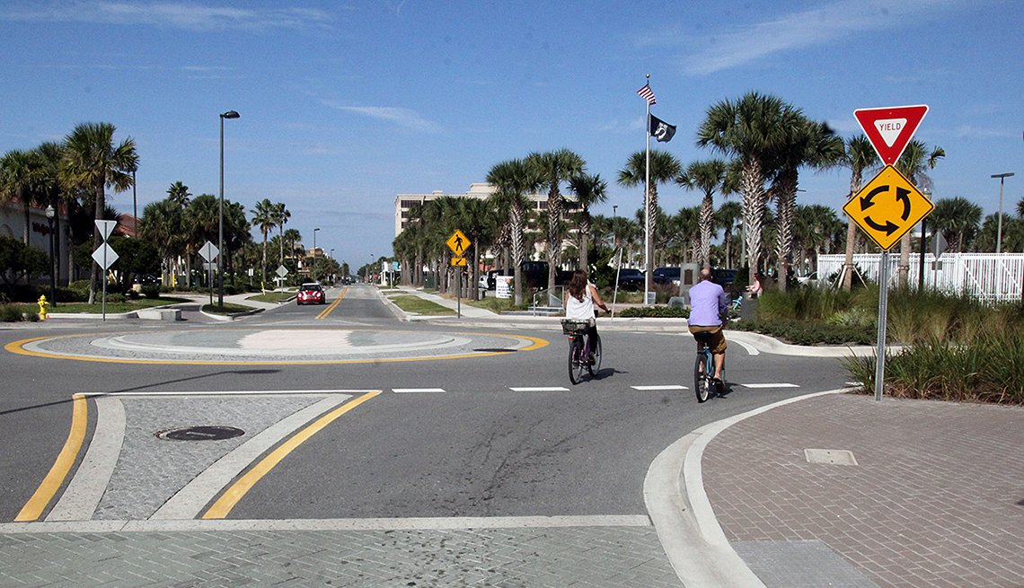 Bicyclists, road, Jacksonville, Florida, Travel patterns, Transportation, Public Policy Institute, Livable Communitiies