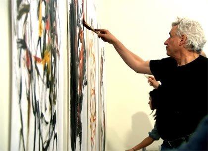 Hugh Delehanty pintando sobre un lienzo
