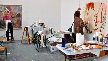 Two women working in an expressive drawing class.