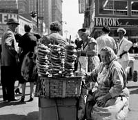 Bagel seller on the street with crowd, in New York, 9/29/1959.