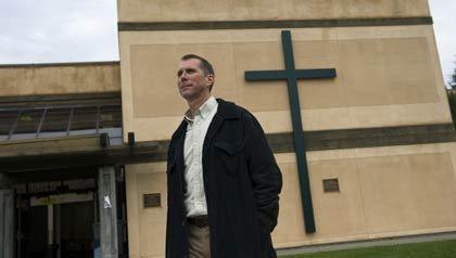 Jeff Henry es el primer pastor luterano que se está convirtiendo en sacerdote católico la diócesis de Sacramento, que a su vez, es casado.