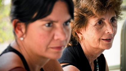 Foto de madre e hija - Cuando llega el momento de cuidar de los padres