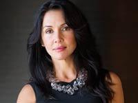 Mujer ejecutiva vestida de negro - Consejos para lucir mejor