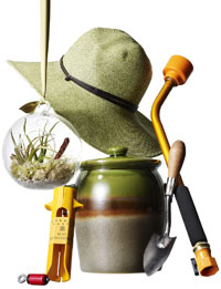 gardening hat, pot and other gift ideas for gardeners