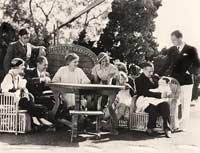 Fotografía de la reunión de la familia Barrymore en la casa de John Barrymore en 1932 - Crear su árbol familiar.