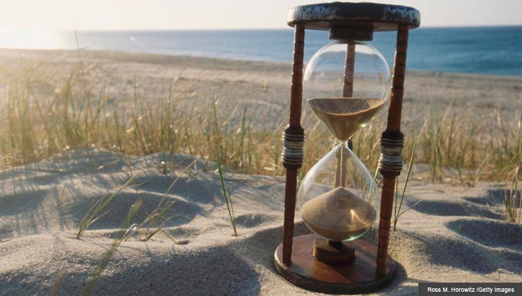 hourglass running out of sand - top 5 regrets of dying people