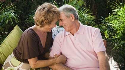 Pareja Adulta en plan romántico