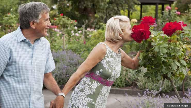 pepper schwartz column on dating, mom new boyfriend, couple in garden