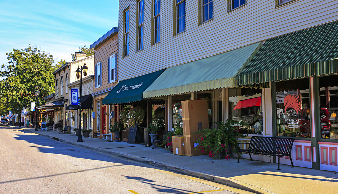 Main street in downtown Midway, Kentucky