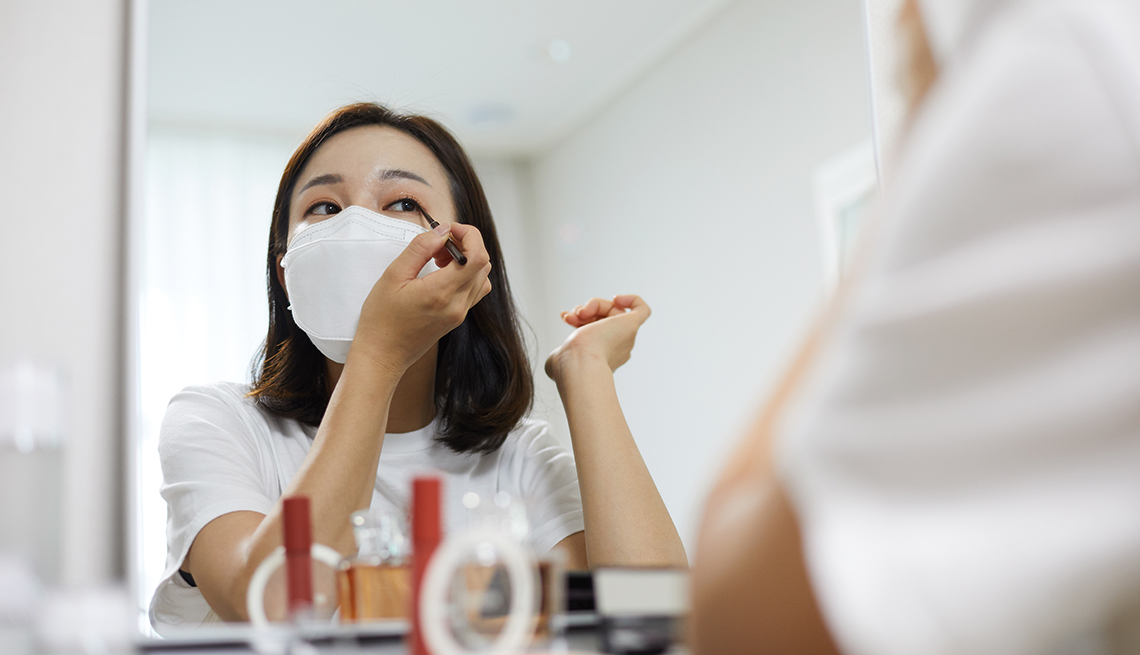 Applying Makeup During the Pandemic