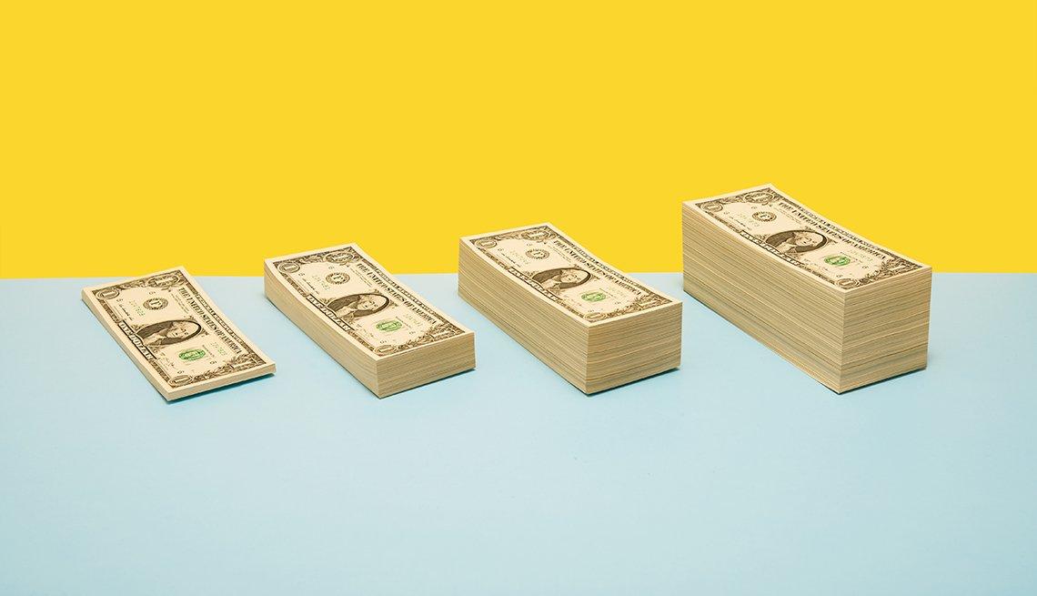 Dólares apilados en varias hileras
