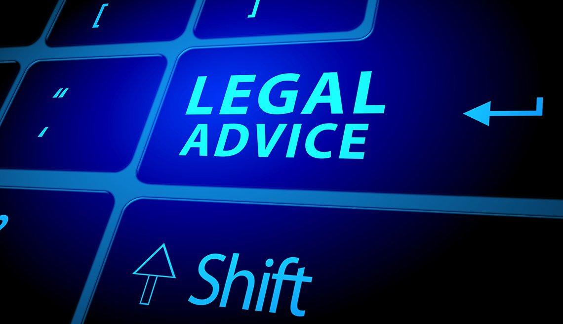 Teclado luminoso de un computador con una tecla que dice Consejo legal en inglés.