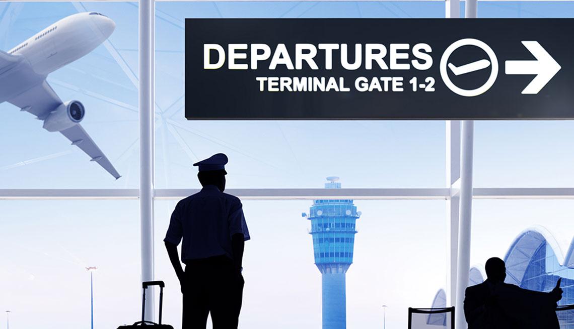 Ilustración de un piloto en una sala de espera en un aeropuerto y viendo un avión en el aire a través de la ventana.