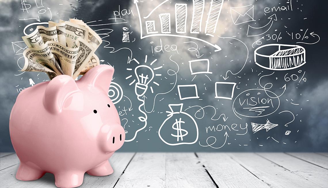 Alcancía rosada en forma de cochinito al lado de un tablero con dibujos de dinero y estadísticas.