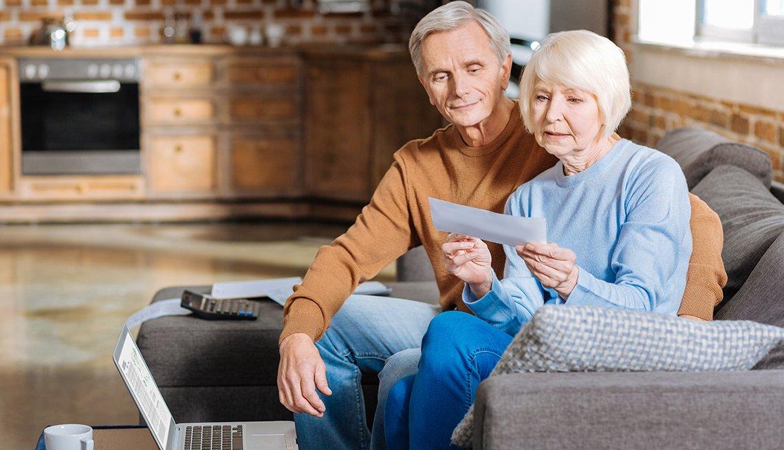 couple deciding when to take social security