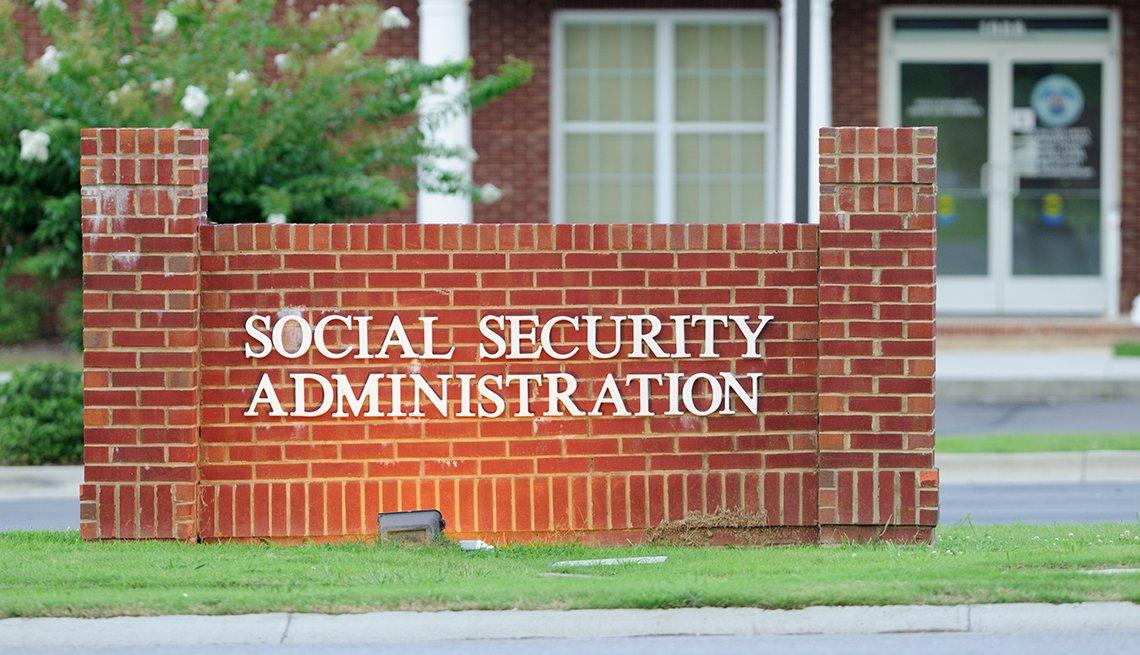 Entrada a un edificio de la Administración del Seguro Social.