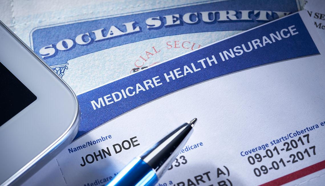 Tarjetas del Seguro Social y Medicare.