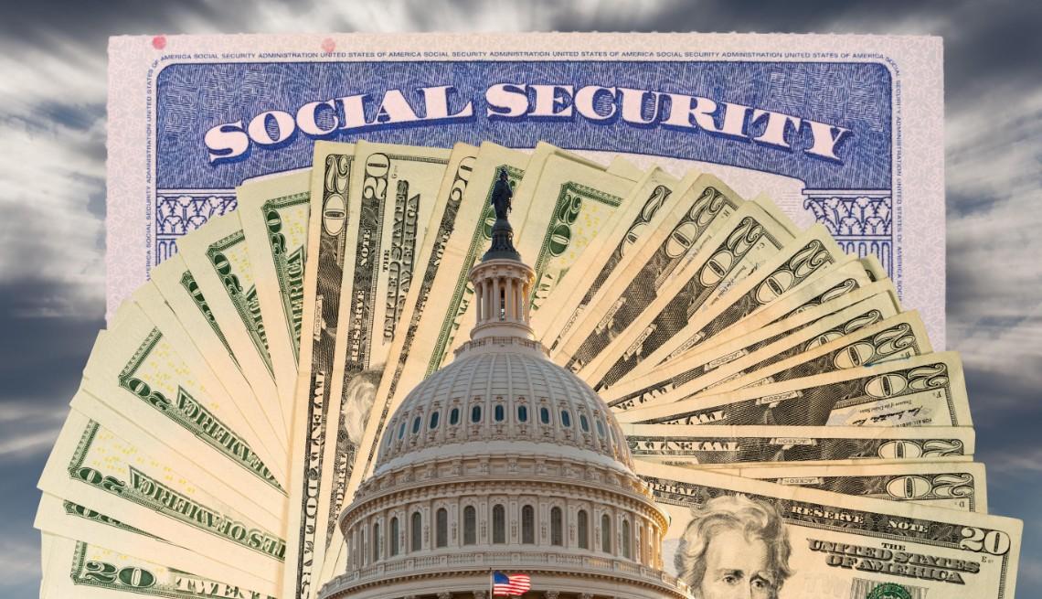 Tarjeta del Seguro Social detrás de un abanico de billetes de  data-g=