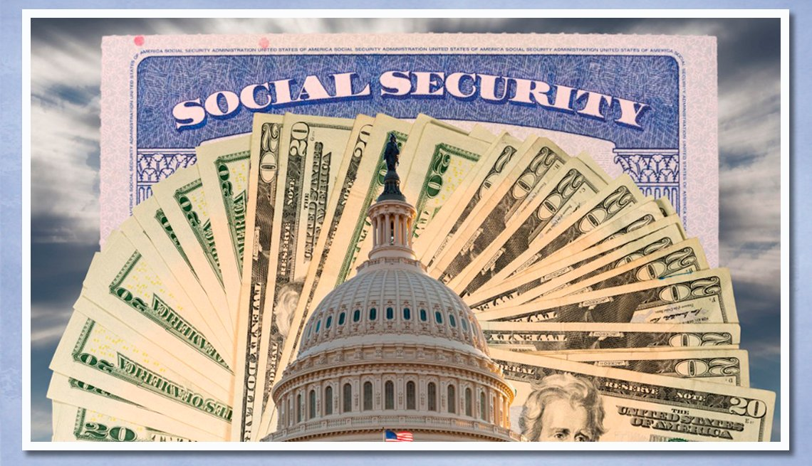 item 4 of Gallery image - Imagen del Capitolio de Estados Unidos sobre billetes de 20 dólares y una tarjeta del Seguro Social.