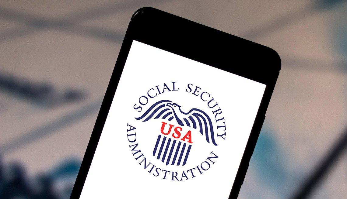 Logo de la Adminstración del Seguro Social de Estados Unidos en un teléfono móvil.