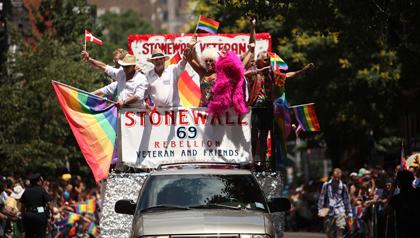 Los hispanos y la lucha por los derechos civiles de la comunidad LGBT
