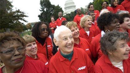 Los miembros de AARP presionan a los miembros del Congreso para que protegejan el seguro social, el medicare de los recortes presupuestarios.