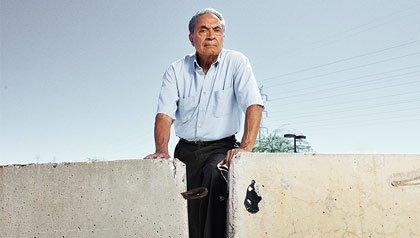Roberto Reveles, Profile of the board president of the American Civil Liberties Union of Arizona.