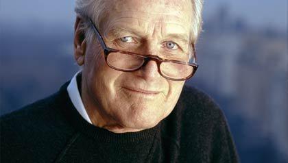 Paul Newman, actor ganador del Oscar, fundador de la compañía Newman's Own, una organización de caridad que ha donado más dinero a obras de caridad  de lo que el actor hizo en sus películas.