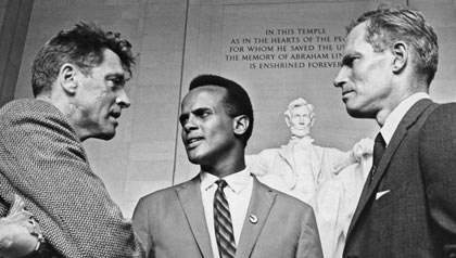 Harry Belafonte, Charlton Heston and Burt Lancaster stand in front of the Lincoln Memorial