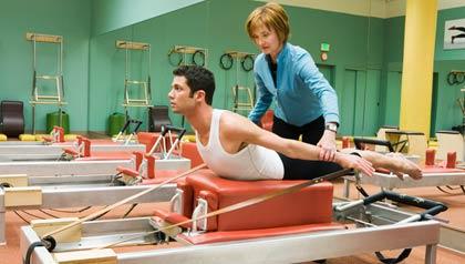 Persona haciendo Pilates