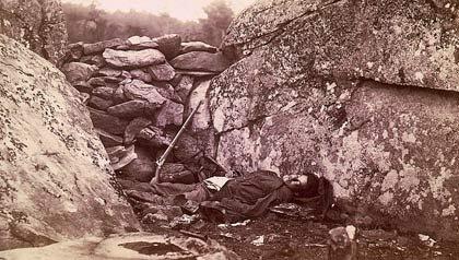 Fotografía de 1863, una de las más famosas de la Guerra Civil, muestra a un tirador confederado muerto, después de la Batalla de Gettysburg.