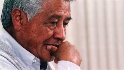 César Chávez, semanas antes de fallecer el 23 de abril de 1993. Activista fundador de la National Association of Farm Workers en 1962, la cual se transformaría en el sindicato United Farm Workers (UFW) en 1966.