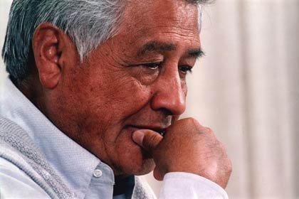 César Chávez, semanas antes de fallecer el 23 de abril de 1993. Activista fundador de la National Association of Farm Workers en 1962, la cual se transformaría en el sindicato United Farm Workers (UFW) en 1966.