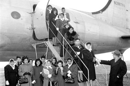 Puerto Rican women arriving in United States 1953