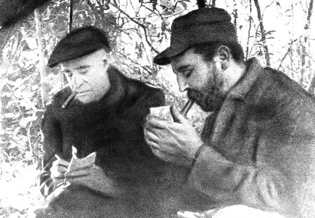 Fidel Castro es entrevistado por Herbert I. Matthews, del New York Times, 1957.