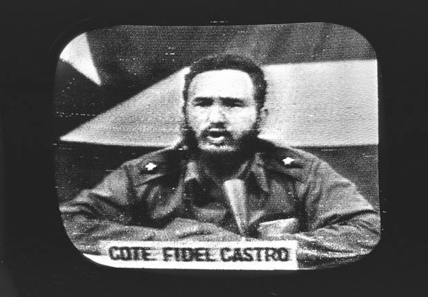Fidel Castro responde al bloqueo naval de EE.UU. en la televisión cubana de 1962.