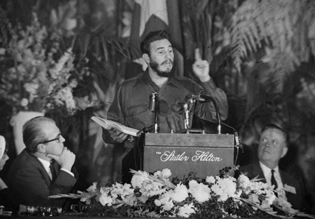 Fidel Castro, Primer Ministro de Cuba, habla en la Sociedad Americana de Editores de Periódicos en Washington, DC, 1959.