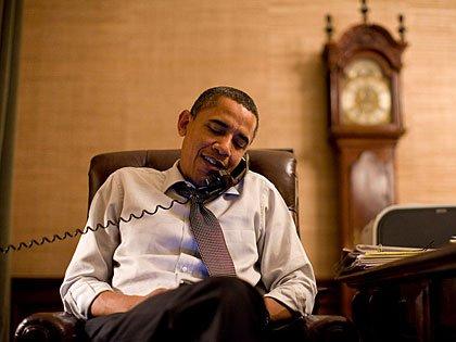 Presidente Barack Obama hablando por teléfono