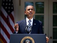 Obama firma la Ley de Control de Presupuesto.