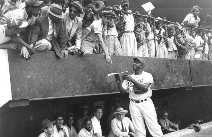 Baseball: An International Passion: Jackie Robinson