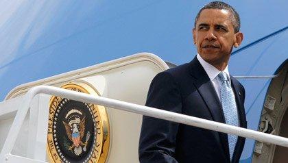Presidente Barack Obama aborda el avión Air Force One en la base militar Andrew en Maryland el martes 10 de mayo del 2011