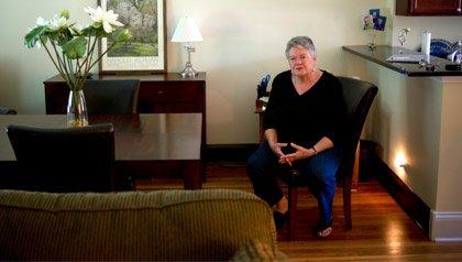 Marguerita Johnston, de Oak Park, Illinois se preocupa de que el seguro social no exista para sus hijos. Illinois está organizando una serie de reuniones en todo el estado para educar a la gente sobre el sistema de la Seguridad Social
