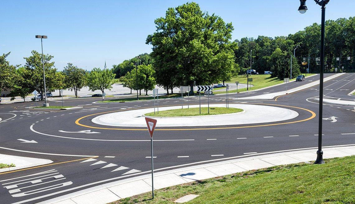 Traffic circle roundabout