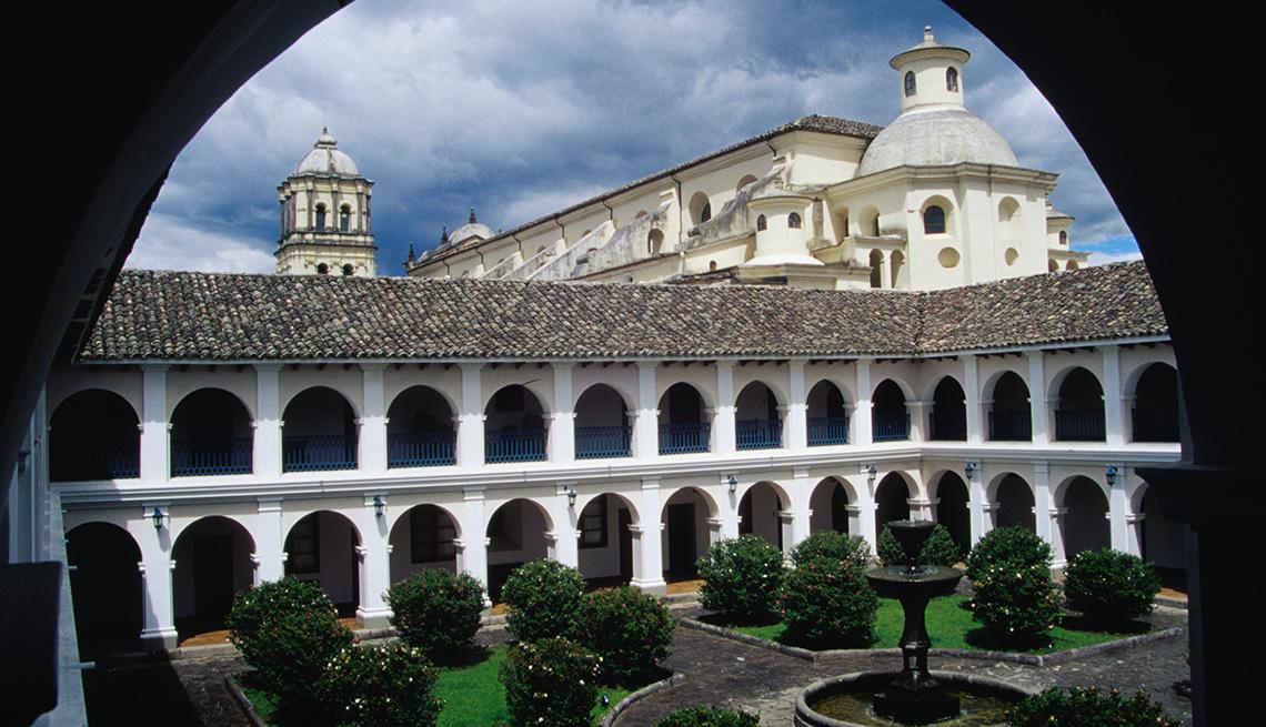 item 11 of Gallery image - Construcción colonial en Popayán, Cauca, Colombia