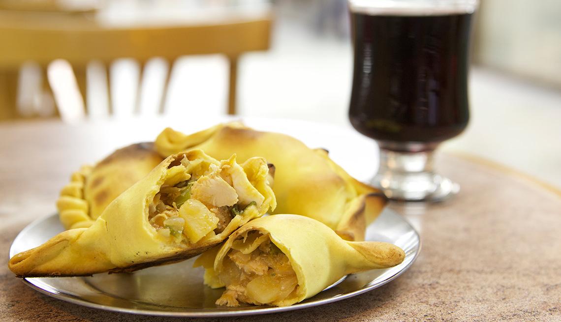 item 2 of Gallery image - Empanadas argentinas sobre un plato