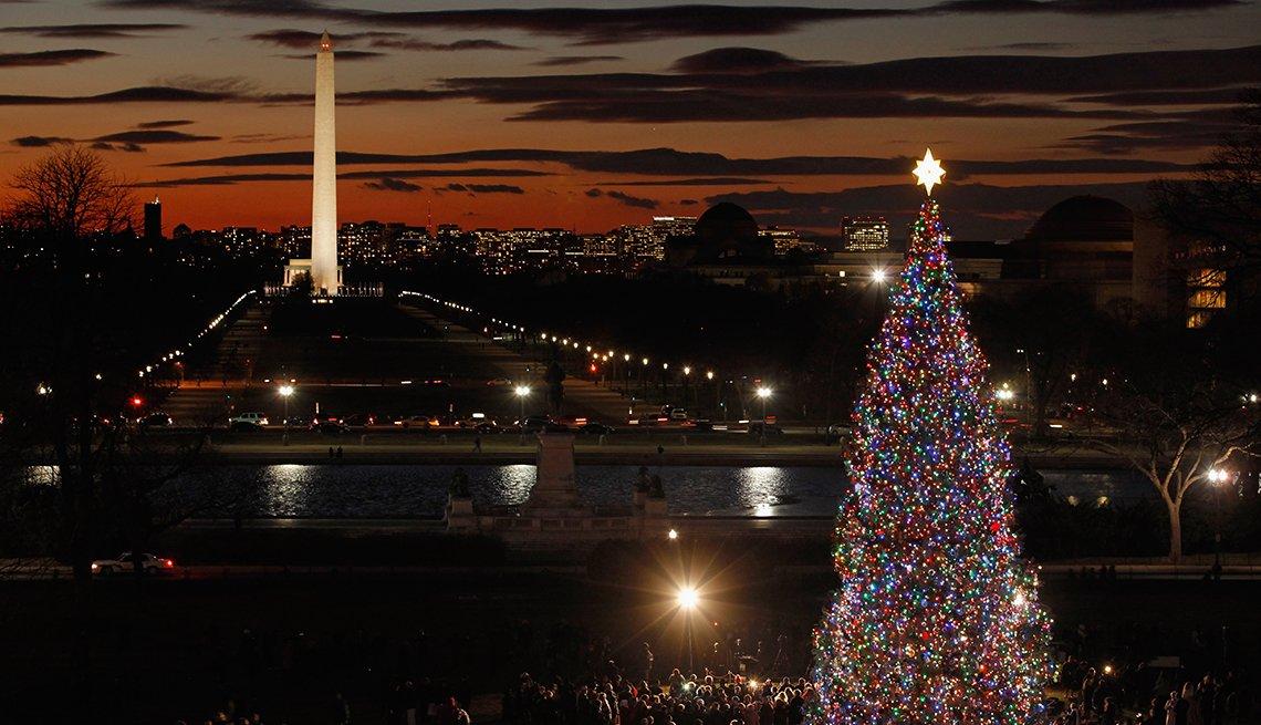item 3, Gallery image. Árbol de Navidad del Capitolio de EE. UU., en el West Front del Capitolio.