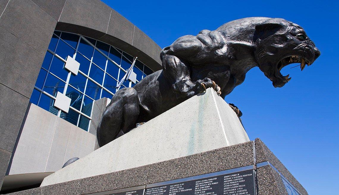 Estatua de The Charlotte Panthers en Charlotte, Carolina del Norte